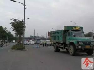 男子涉嫌因感情纠纷杀人后 躺路上被货车碾压身亡