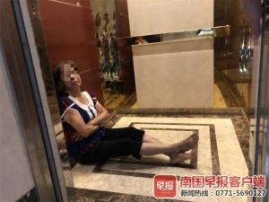 一小区业主被困电梯156分钟 摁紧急电话无人应答!