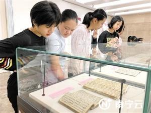 广西少数民族古籍展出第一部古壮字医书首亮相