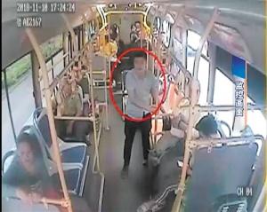 醉酒打砸公交车设备 男子被控寻衅滋事出庭受审