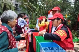中建党员志愿者走进社区宣传垃圾分类