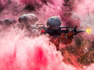 玉林:武警特战队员磨砺反恐利刃(组图)