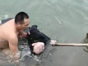 全州一名高二女生意外落水 危急关头男子紧急营救