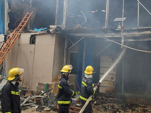 11月20日焦点图:南宁一工地起火 两人不幸身亡