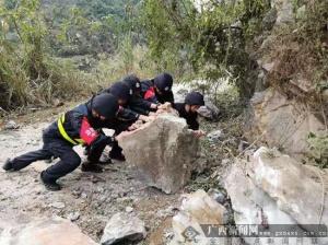 下雷边境派出所积极投入抗震救灾行动