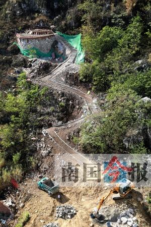 柳州一小区后山有人大动土木修祖坟 看起来瘆人