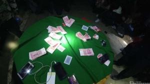 右江公安打掉一野外赌博窝点 抓获涉赌人员29人