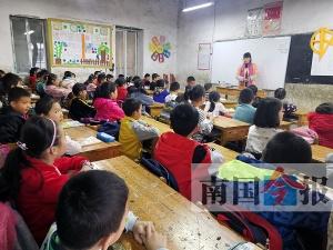 柳州一所民辦小學面臨拆遷停辦 孩子們該怎么辦?