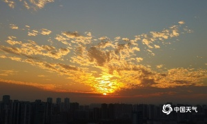 """来宾出现""""火烧云""""美景 色彩斑斓真是太好看了"""