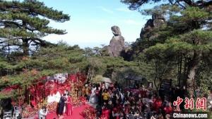 """江西三清山上演別樣婚禮 """"東方女神""""見證美好愛情"""