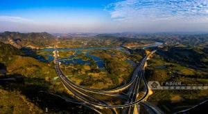 崇水高速公路建成通车 手机pt电子技巧到龙州缩短近1个小时