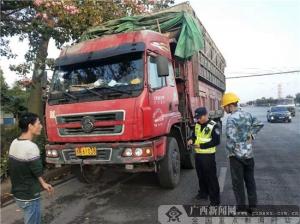 钦州交警开展整治货车加高栏板专项行动