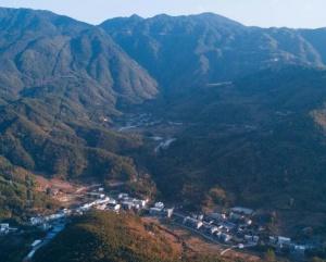 福建桔林鄉:江畔層林盡染