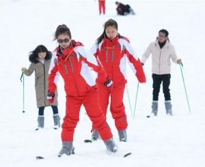 高清�M�D:桂林天湖滑雪�鲩_�鲇�客 �贩��垩┤耸�