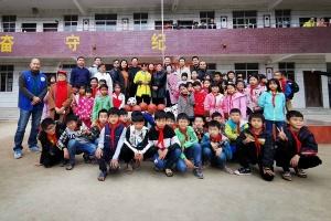 廣西體育運動學校赴藤縣開展精準扶貧慰問活動