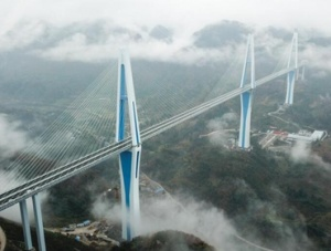 世界最高混凝土高塔桥?#25945;?#29305;大桥建成通车