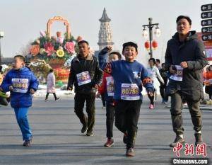 河北石家庄三万民众在千年古城用奔跑迎接新年