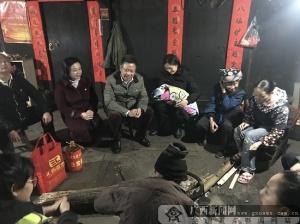威尼斯人网站市红十字会医院:心系贫困户 小寒送温暖