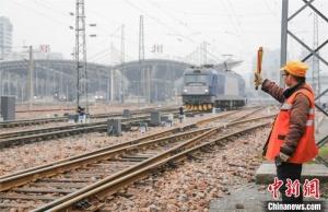 探访铁路工长李秀海的第20个春运