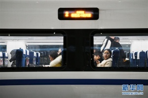 """贵阳增开""""红眼高铁"""" 服务旅客错峰返乡"""
