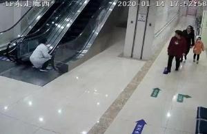 山东烟台一老人在扶梯摔倒 医生紧急制动救人(图)
