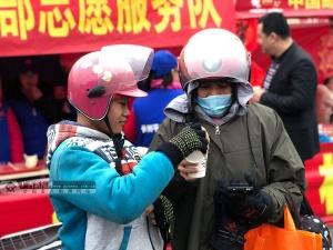 【新春走基层】护航春运 志愿者温暖