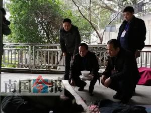柳州為流浪人士派發年夜飯 歡迎他們進救助站過年