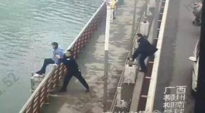 好险!柳州一女子欲跳桥 民警趁其不备将其抱下