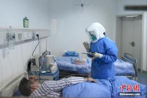 一名醫護工作者在隔離病區里的大年三十