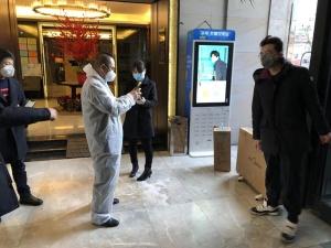 苏宁紧急向武汉、襄阳20家医院捐赠400套杀菌消毒灯