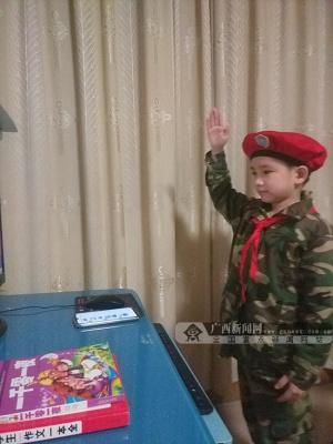 南宁市桃源路小学:小军人致敬先锋 携起手齐心抗疫