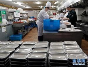 上海老字号餐馆改做盒饭 助力复工人员
