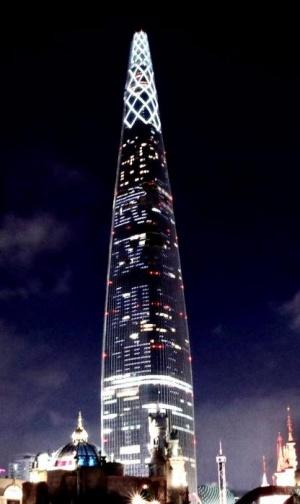 """韩国最高摩天大楼为中国点亮 打""""武汉加油?#21271;?#35821;"""