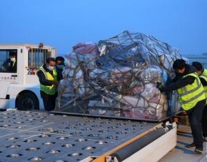 甘肃:货运专机满载防疫物资驰援武汉