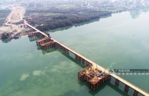 广西融安:大桥复工建设热火朝天
