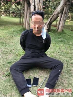鞋跑掉了人沒跑掉!男子公園偷手機剛得手遇到民警