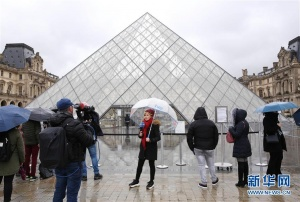 卢浮宫2日继续闭馆