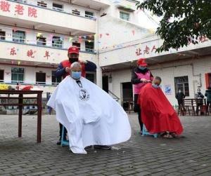 重庆:学雷锋 在行动