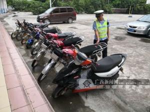 最多9处非法改装!钦州交警查获8辆改装摩托车(图)