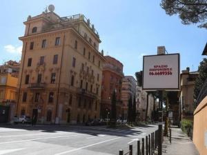 意大利总理宣布→关闭全国除食品店和药∑ 店外的所有商铺