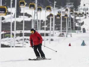 乌鲁木齐:南山雪未消 静待游人来