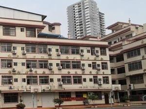 3月25日焦点图:南宁一民办学校被曝有多栋违章建筑