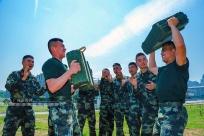 高清组图:训练乏味怎么办 武警官兵有妙招