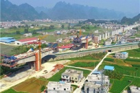 2日焦点图:贵南高铁都安澄江双线特大桥抓紧施工