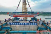 广西之最!相思洲大桥主梁首次吊装 主梁重500吨