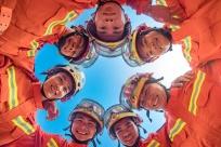 世界微笑日,快来围观消防员们的微笑