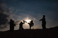 高清:热浪滚滚!武警官兵开启夏季练兵模式