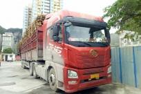 疯狂!核载49吨的货车实载83吨 车主超载被重罚
