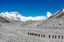 有望22日登顶 测量登山队再次向珠峰发起挑战
