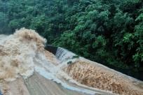 桂林:強降雨多地群眾被困 消防、武警急救援
